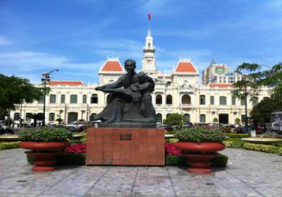 Rathaus Saigon; Ho Chi Minh Statue