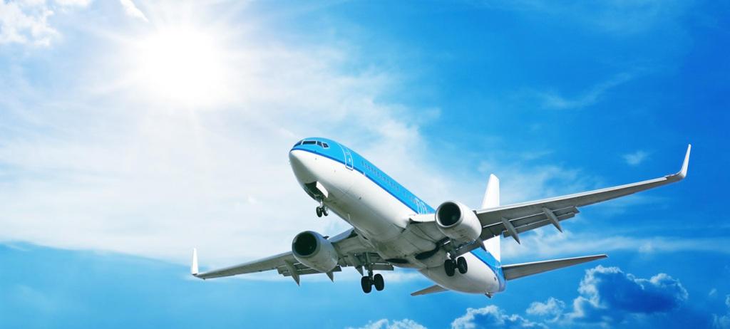 Flugzeug; blauer Himmel; Sonnenschein