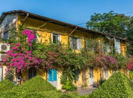 Bewachsenes Wohnhaus in Saigon