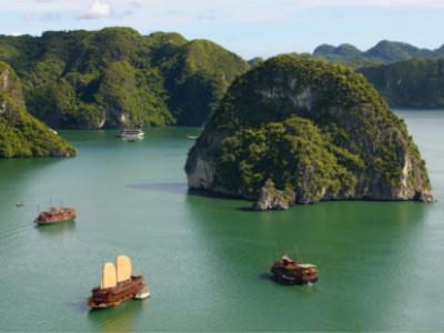 Luftnahme auf die Halong Bucht