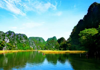 Blick auf die trockene Halong Bucht