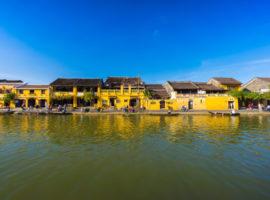 Blick vom Fluss auf Hoi An