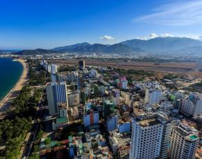 Blick auf Nha Trang und Flugfeld aus der Luft
