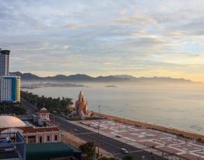 Sonnenuntergang in Nha Trang mit Blick auf die Promenade